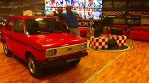Franco Bobbiese e l'influecer Luigi Barbetta con la rara Fiat 133 a Bobbgear