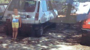Francesco Cavallo e due delle sue Renault 5 di famiglia