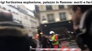 Parigi fortissima esplosione, palazzo in fiamme