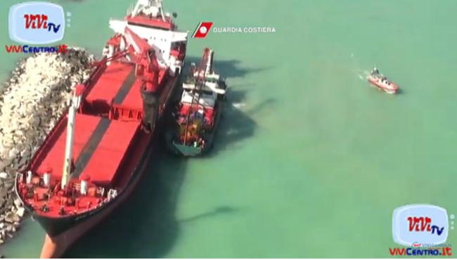 Bari, operazioni per il recupero del carburante dal mercantile EFE MURAT