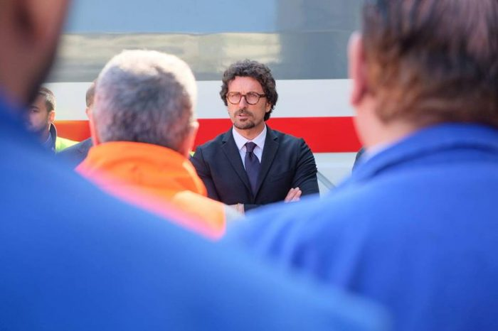 Il ministro delle Infrastrutture e dei TrasportiDanilo Toninellisarà inSiciliail 25 e il 26 marzo.Previsti incontri aCataniae aMessina.