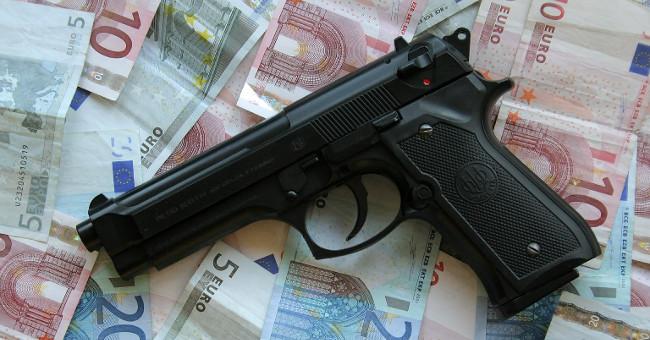 Pistola, legittima difesa e SOLDI_DELLA_MAFIA