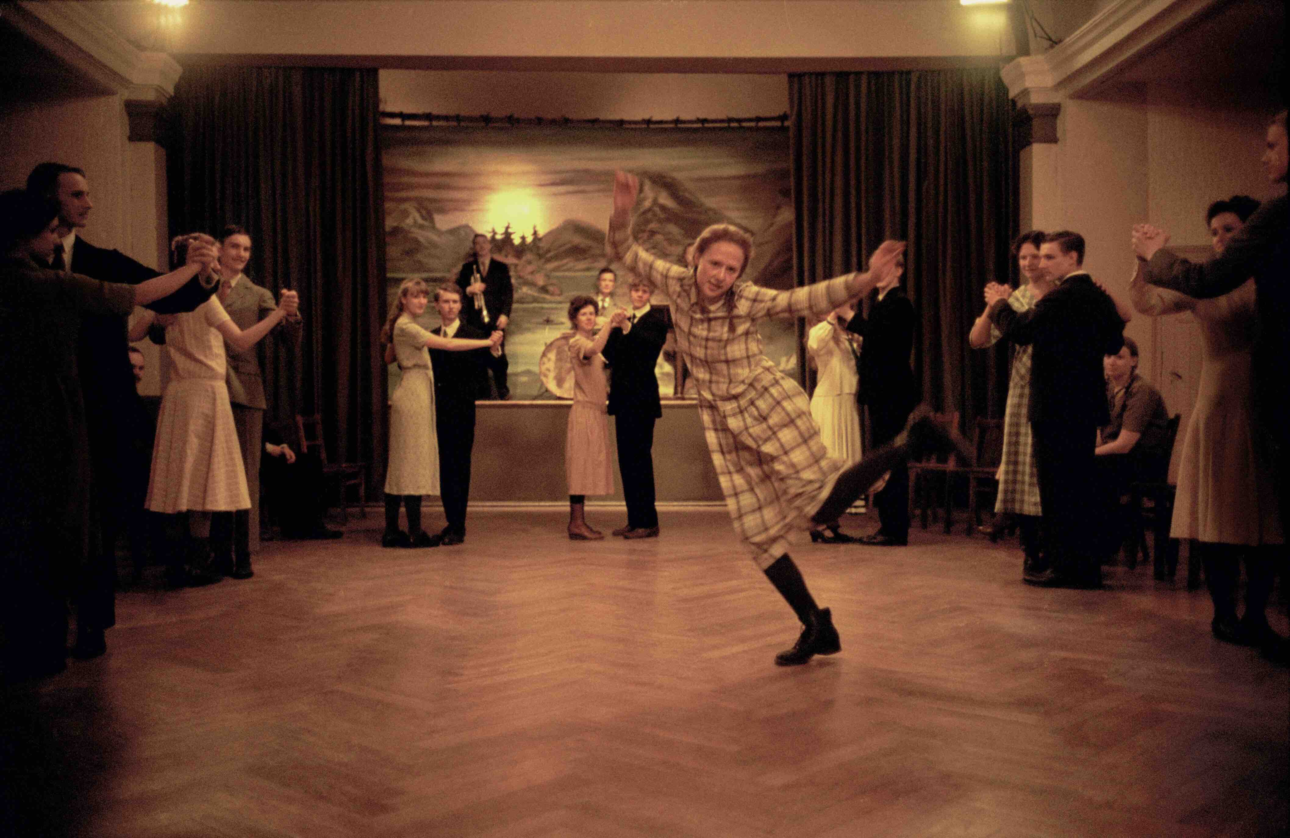 Becoming Astrid is dancing photo by Erik Molberg Hansen