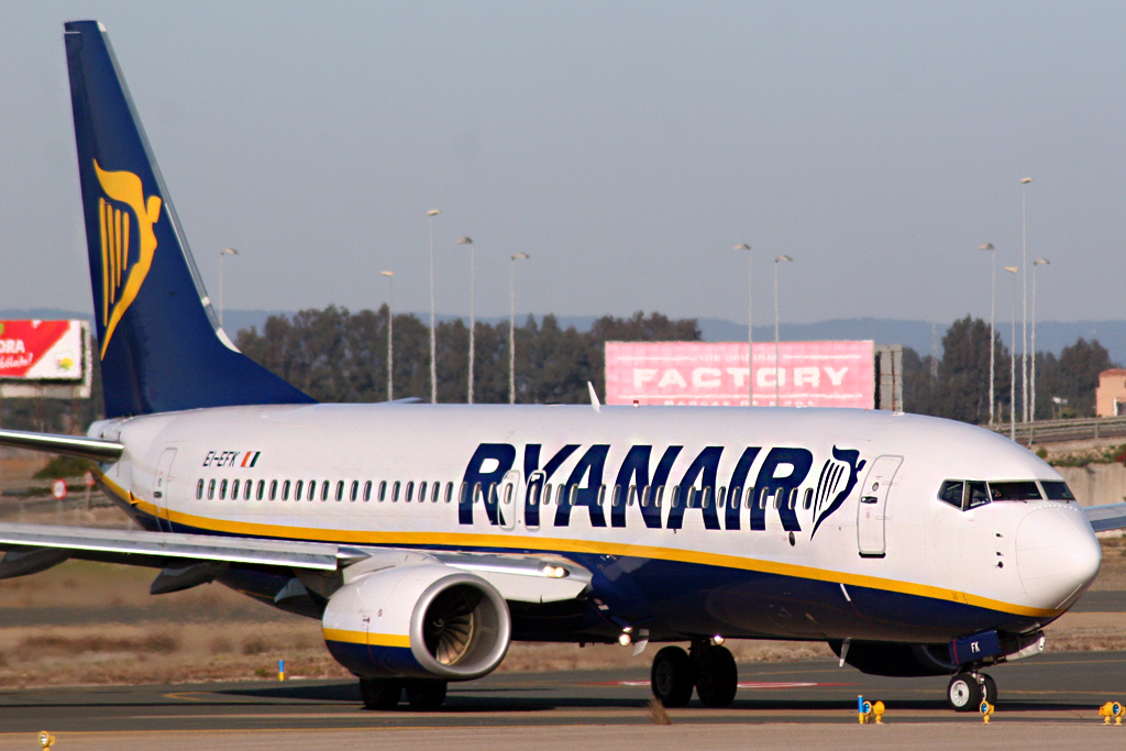Ryanair EI-EFX Boeing 737-8AS (foto free CC BY 2.0)