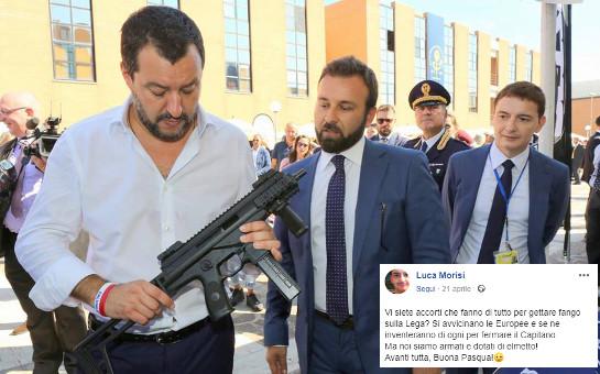 Salvini con mitra (foto da post su FB di Luca Morisi, spin doctor del leader della Lega)