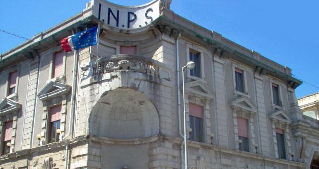 Palazzo dell'INA INPS 1 (Foto Michele Bassi free Camillo_Puglisi_Allegra)