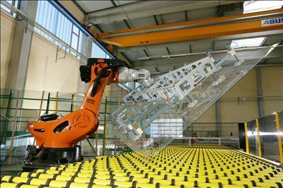 Robot per sollevare lastre di vetro (Foto free da archivio Stanislao Barretta)