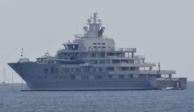 mega yatch castellammare marina di stabia foto wikipedia andromeda