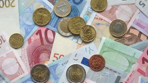 Euro movimenti in contanti coins and banknotes (pubblico dominio)