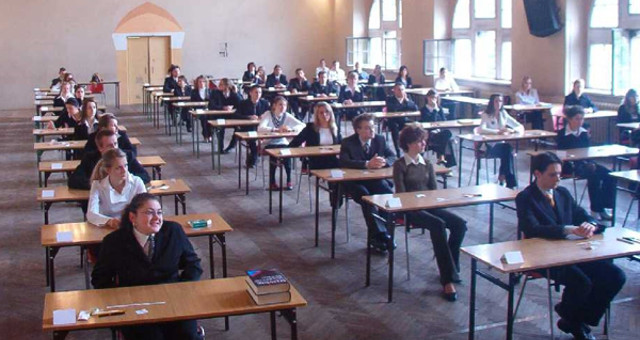 Studenti all'Esame di maturità (CC BY-SA 3.0)
