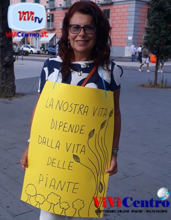 Aiuole secche, Pina Scognamiglio, una delle manifestanti