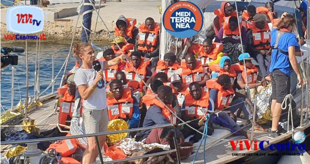 Alex Mediterranea in porto a Lampedusa (foto da FB Mediterranea)