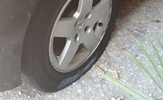ruota bucata foto free facebook parcheggiatori abusivi
