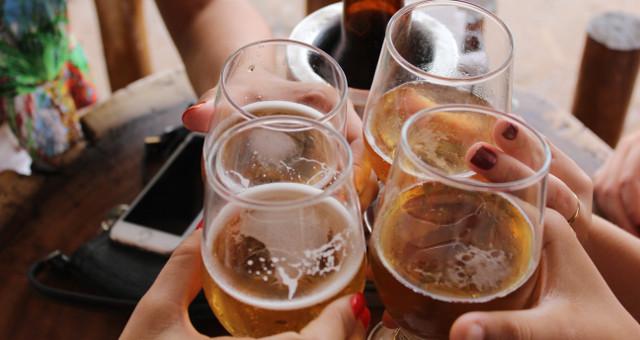 Bevande alcoliche, abuso minorenni, alcol a minori (Photo by Giovanna Gomes on Unsplash)