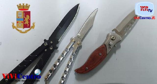 Fermi della Polizia di Napoli - Polizia Napoli, coltelli