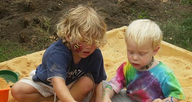 Giochi per attività motoria bambini (foto artaxerxses CC BY-SA 3.0)