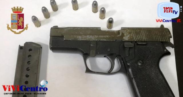 Secondigliano arrestato per porto abusivo di arma e ricettazione.