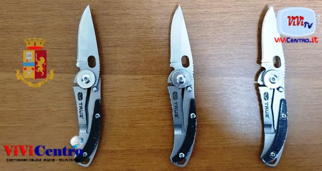 Rione Sanità - Polizia, sequestro coltelli a serramanico