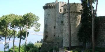 """Castellammare di Stabia è """"Zona Rossa rafforzata"""" : la nuova disposizione del Sindaco Covid-19: tristezza a Castellammare e Torre Annunziata"""