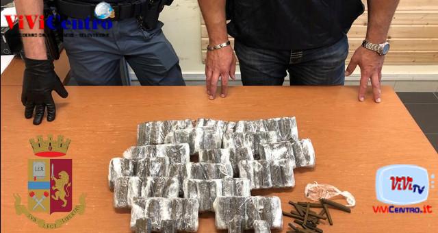 Polizia, sequestro droga a Scampia