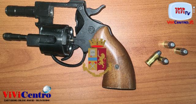 Napoli Via Mezzocannone, Sequestro pistola