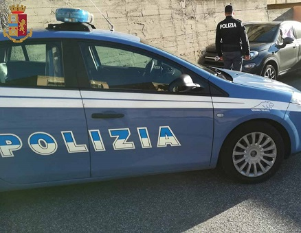 Autore di una rapina violenta arrestato e tradotto in carcere ha arrestato due per evasione dai domiciliari