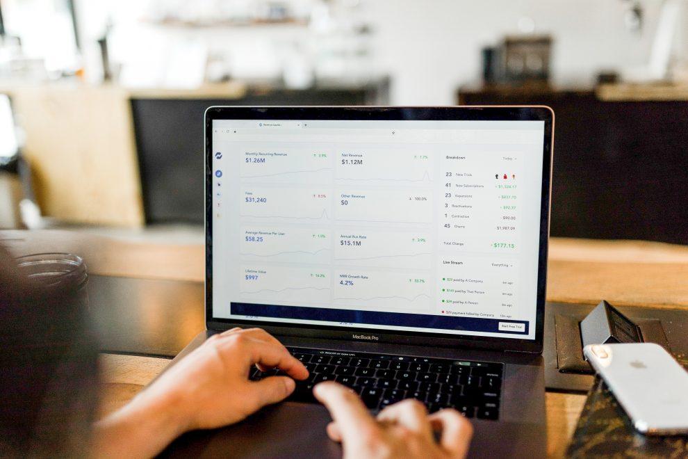 Trading Online austin-distel-744oGeqpxPQ-unsplash