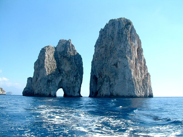 Polizia giornate di controlli straordinari sull'isola di Capri
