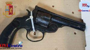 Napoli pistola sequestrata porto d'arma