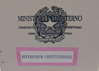 Urna e schede referendum costituzionale