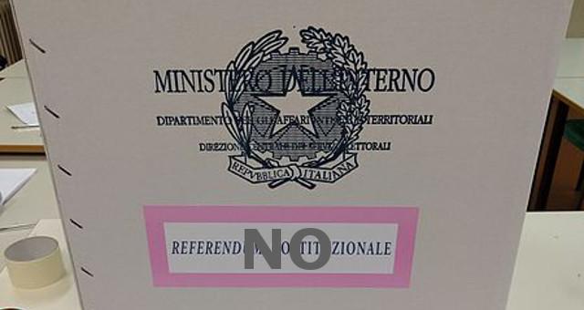 Urna e schede referendum costituzionale, NO
