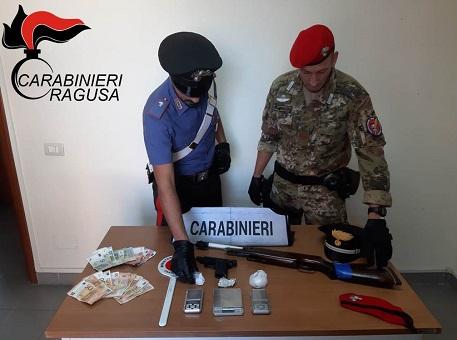 Arrestati per armi modificate, droga e allacci abusivi