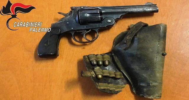 accusato di detenzione di pistola clandestina
