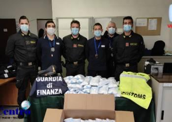 """Smascherato traffico illegale di 1.650.000 mascherine """"apolidi"""""""
