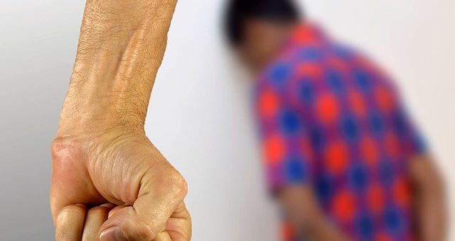 Violenza su minore o su incapace