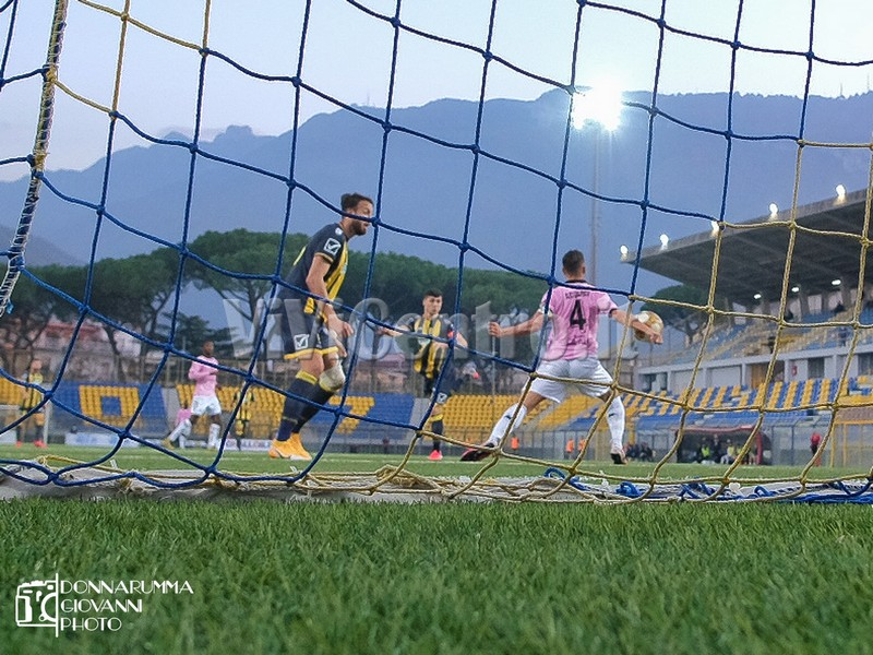 Bastonatura Juve Stabia Palermo Calcio Serie C (86)