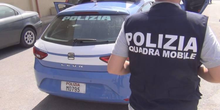 NAPOLI: Polizia arresta per detenzione e spaccio di stupefacenti Durante i controlli della Polizia di Sato di Messina sono stati eseguiti provvedimenti