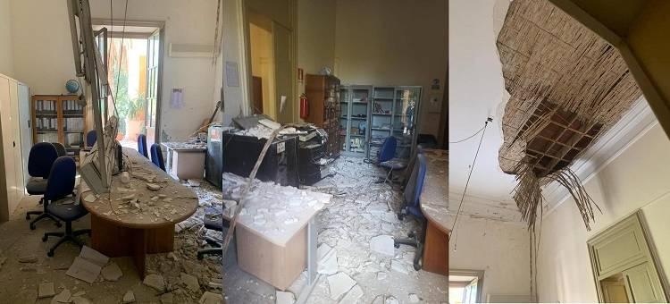Per fortuna quando è crollato il soffitto della Sala docenti questi non c'erano