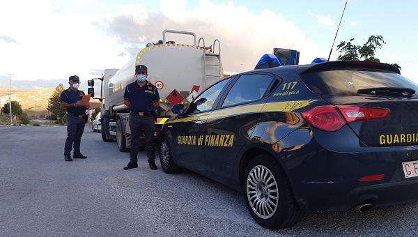 La GdF di Petralia Soprana (PA) li ha colti mentre scaricavano gasolio per agricoltura