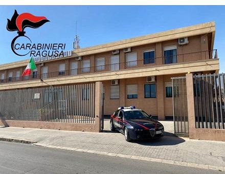 I Carabinieri di Vittoria (RG) hanno arrestato un pregiudicato e un disoccupato che spacciavano