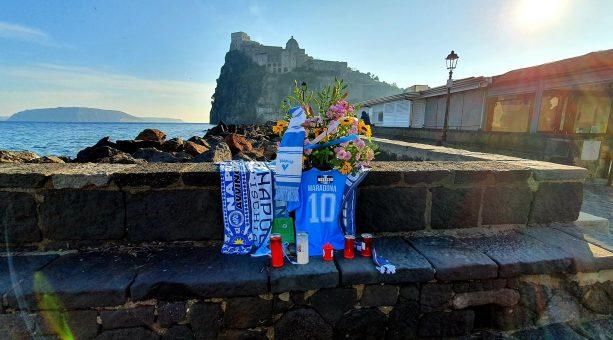 Diego, Ischia ti ama! l'Isola verde ricorda il re del calcio