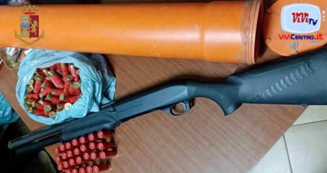 Droga e armi nascosti in casa, arrestato grazie all'app Youpol a Sant'Anastasia tramite la segnalazione di un cittadino. Rinvenuti hashish e cocaina.