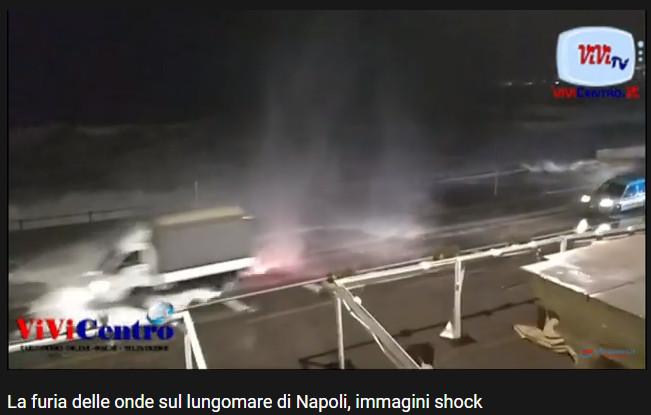 Violenti mareggiate travolgono e devastano il lungomare di Napoli