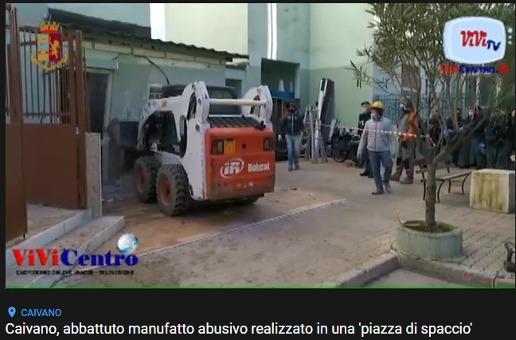 """Caivano: abbattuto un manufatto abusivo in una """"piazza di spaccio"""""""