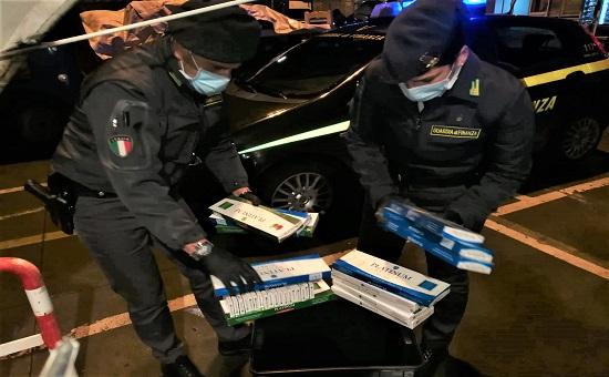 denunciato un tunisino in ingresso nel territorio italiano con 2,6 kg pacchetti di sigarette