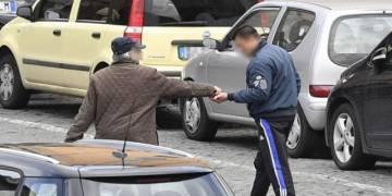 Denunciati 3 parcheggiatori abusivi in zona Mercato