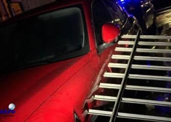 Gruppo Scafati Arancione, recinzione crollata su un'auto in viale della Gloria