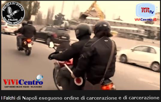 I Falchi di Napoli eseguono, a Piazza Cavour, un ordine di carcerazione