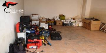 rinvenuto in un garage cittadini di etnia rumena, parecchia refurtiva e si cercano i proprietari