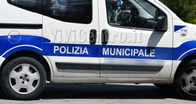 Autovettura polizia municipale di Castellammare di Stabia scafati norme misure anti covid